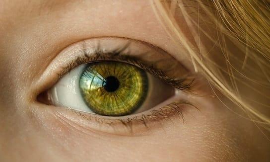 6 przyczyn częstego łzawienia oczu
