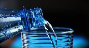 Czy woda w butelkach plastikowych jest zdrowa?
